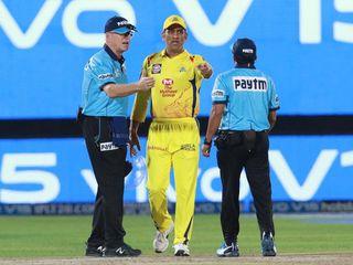 IPLમાં ખરાબ અમ્પાયરિંગનો વિવાદ, શાંત ધોની પણ અકળાયો