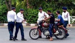 ચીખલી પોલીસે હાઇવે ઉપર હેલ્મેટ, માસ્ક ન પહેરનાર વાહન ચાલકો પાસે 1.15 લાખનો દંડ વસૂલ્યો