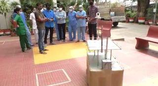 કામરેજના સેવણી ગામના યુવકોએ બનાવેલા રોબોટ ડોક્ટરો અને નર્સને મદદરૂપ થઈ રહ્યા છે