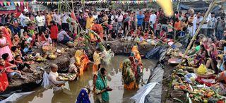 કોરોના ઓછા હેઠળ પલસાણા વિસ્તારમાં ઉત્તર ભારતીયોએ છઠ્ઠની ઉજવણી કરી