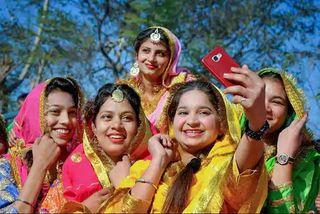 સેલ્ફી લેવા માટે ફિલ્ટરનો સૌથી વધુ ઉપયોગ કરે છે ભારતીયો, મહિલાઓમાં ભારે ક્રેઝઃ રિસર્ચ