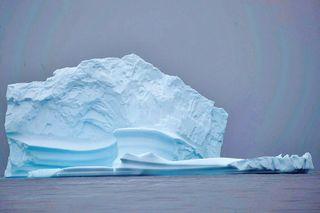 1 ટ્રિલિયન ટનનો વિશ્વનો સૌથી વિશાળ આઇસબર્ગ બ્રિટિશ ટાપુ સાથે ટકરાઇ શકે