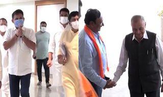 ખોડલધામમાં ભાજપ-કોંગ્રેસના પાટીદાર નેતાઓની બંધબારણે બેઠક મળી
