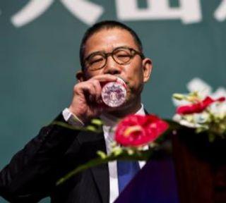 મુકેશ અંબાણીથી આગળ નીકળ્યા ચીનના 'બોટલ વોટર કિંગ' ઝોંગ, એશિયાના સૌથી અમીર વ્યક્તિ બન્યા