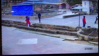 સેલ્ફી લેવા વાવની પાળીએથી લપસતાં પંદર ફૂટ નીચે પટકાયેલી ભરૂચની મહિલાનું શામળાજીમાં મોત