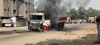 રાજપારડીથી સિલિકા ભરીને પૂના જઇ રહેલી ટ્રકમાં ઝઘડિયા પાસે ભીષણ આગ