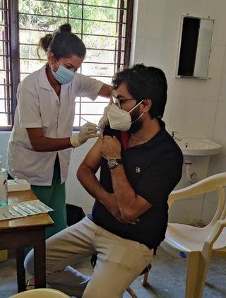 સાપુતારા પ્રાથમિક આરોગ્ય કેન્દ્રમાં કોરોના વોરિયર્સને અપાઈ રસી