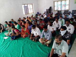 સોલધરા ગામે થયેલી દુર્ઘટનામાં મૃત્યુ પામેલાઓને ગ્રામજનોએ શ્રધ્ધાંજલિ અર્પણ કરી