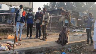 અકસ્માત બાદ સફાળી જાગેલી પોલીસે ફૂટપાથ પરથી મજૂરોને ખસેડવાનું શરૂ કર્યું