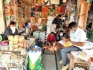 હનુમાન ટ્રેડર્સમાં એક્સપાયર્ડ ચીજવસ્તુ વેચાતાં નાશ કરાયો : નોટિસ અપાઇ