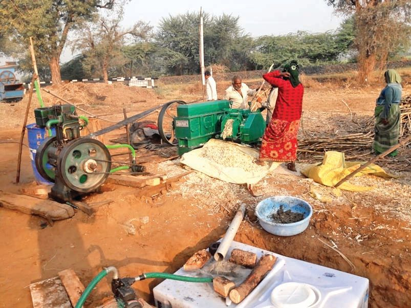 A farmer from Gadda Kampa in Modasa started cultivating sugarcane and produced organic jaggery at home.