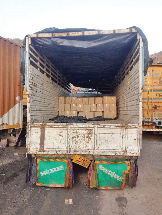 Seeing the police near Shamlaji, the driver left the truck and took Rs. 2.16 lakh foreign liquor seized
