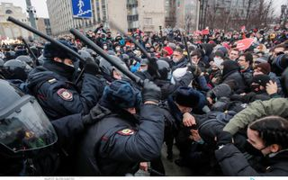 રશિયામાં પુતિનના કટ્ટર વિરોધી એલેક્સી નવેલનીની ધરપકડ બાદ -50 અંશ ઠંડીમાં પણ દેખાવો