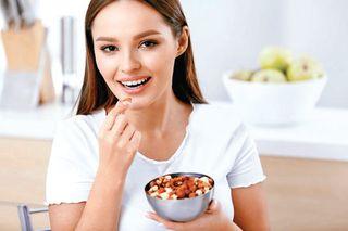 રોજ બદામ ખાવાથી મહિલાઓના ચહેરાની કરચલી ઘટશે: અભ્યાસ