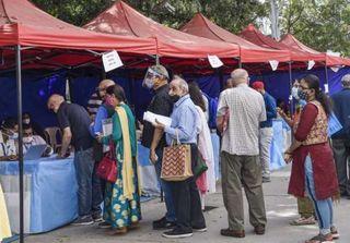 કોરોના વિસ્ફોટ: દિલ્હી-મુંબઇમાં ઝડપથી ભરાઇ રહ્યાં છે બેડ્સ, પુણેમાં હોટલ ભાડે લેવી પડી