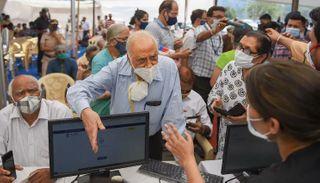 મહારાષ્ટ્રમાં કોરોના વેક્સિનના જથ્થાની કમી, લોકોને પાછા મોકલવા પડે છે