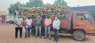 બારડોલીના દાનવીરો જિલ્લાના અલગ અલગ સ્મશાનગૃહોમાં કરી રહ્યા છે લાકડાનું દાન