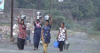 કડોદરામાં પાણીનો કકળાટ : હળપતિવાસની મહિલાઓ એક કિલોમીટર સુધી પાણી લેવા માટે મજબૂર બની