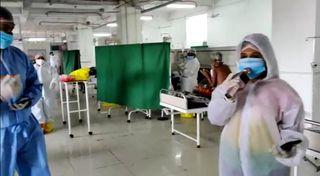 સુરતમાં  નવી સિવિલના કોવિડ વોર્ડમાં રામધૂનથી દર્દીઓને માનસિક સધિયારો આપવાનો અનોખો પ્રયાસ